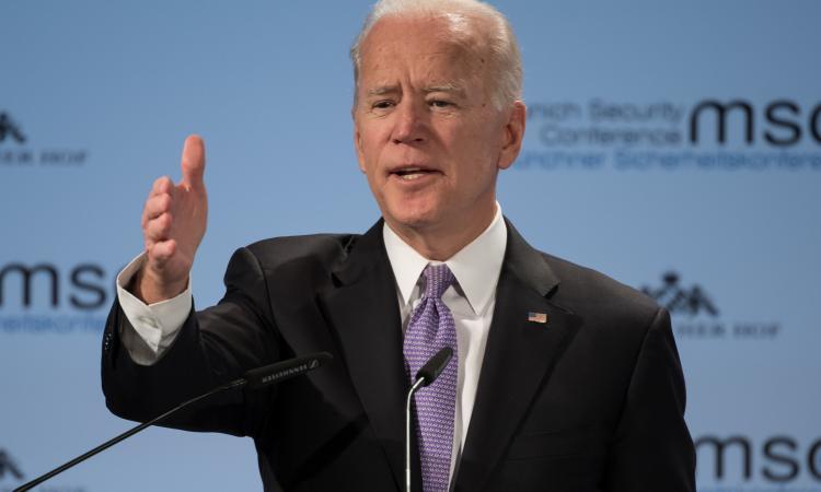 La svolta americana, Biden annuncia: 'No alla mascherina per chi è completamente vaccinato'