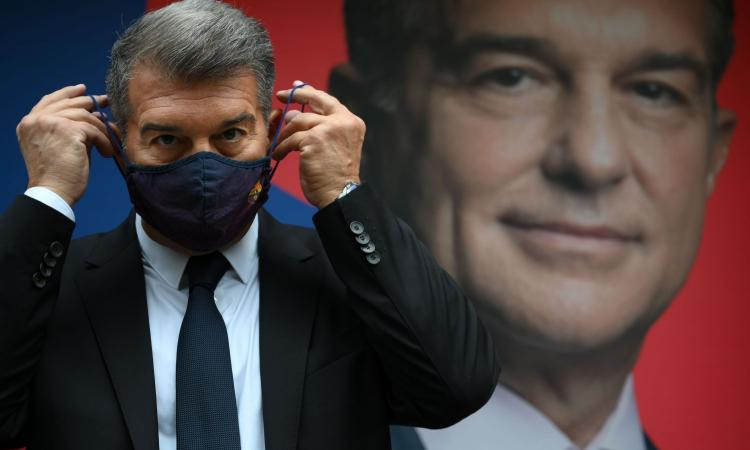 Barcellona, è il giorno della svolta con le elezioni: Laporta favorito. Da Messi e Xavi al mercato, tutti gli scenari