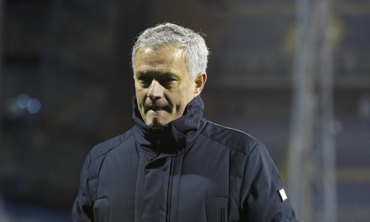 Calciomercato Roma, svelato lo stipendio di Mourinho: il Tottenham...