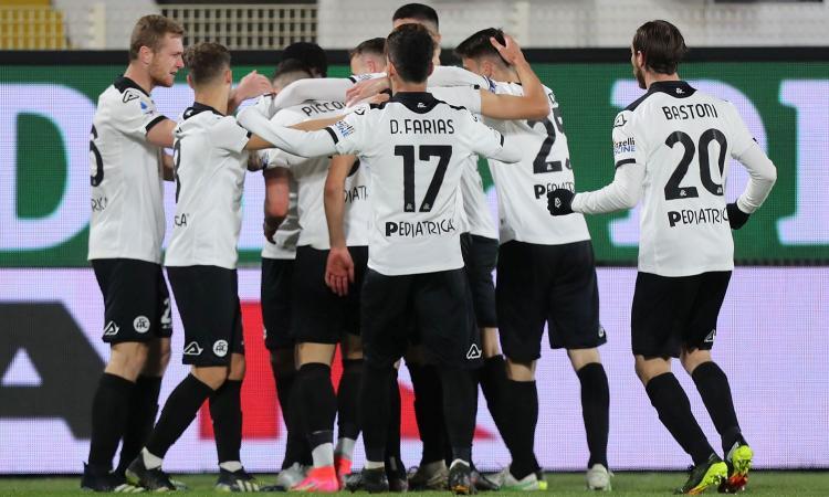 Spezia, UFFICIALE: sette calciatori e un membro dello staff positivi al Covid, sospesa l'attività sportiva