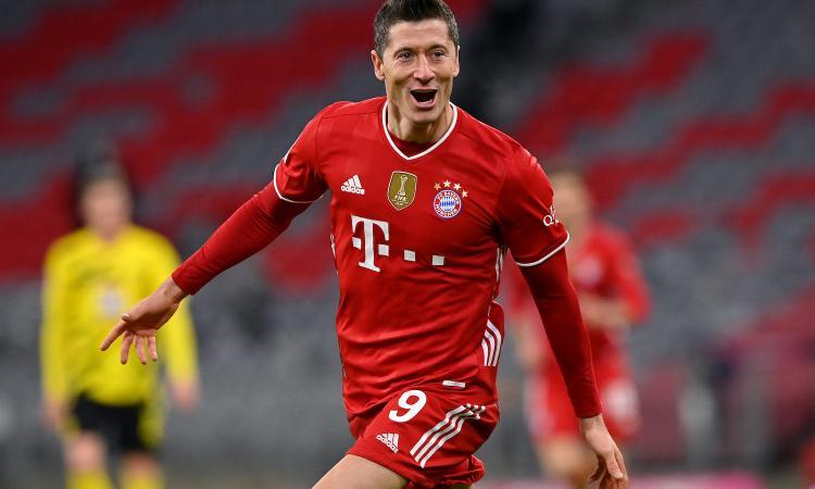 Lewandowski con una tripletta cancella la doppietta-lampo di Haaland: 4-2 al Dortmund, il Bayern torna primo