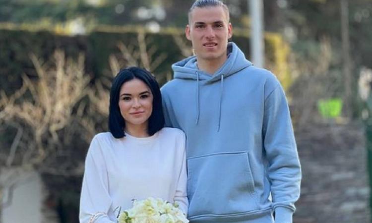 Real Madrid, incredibile Lunin: si sposa in tuta e scarpe da tennis! FOTO