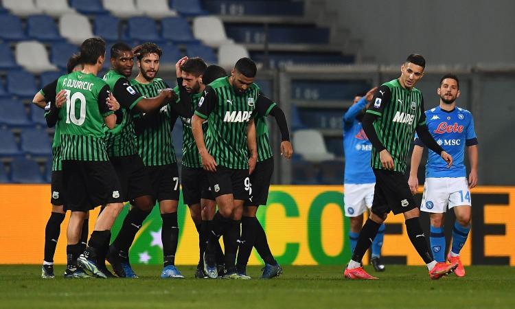Un folle Sassuolo-Napoli finisce 3-3 con 3 rigori. Harakiri Manolas al 94esimo, il pari non serve a nessuno