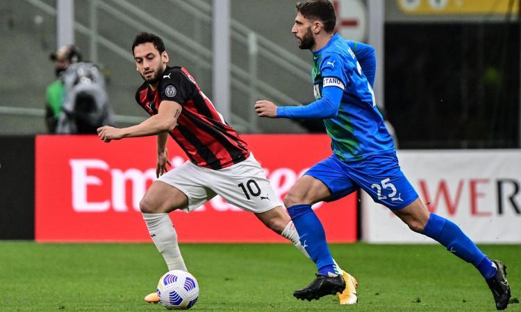 Milan-Sassuolo, rivivi la MOVIOLA: i rossoneri chiedono un rigore. Scatta la squalifica per Djuricic