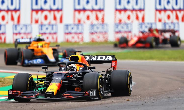 Formula 1, Imola: vince Verstappen, Ferrari quarta e quinta. Che incidente fra Bottas e Russell