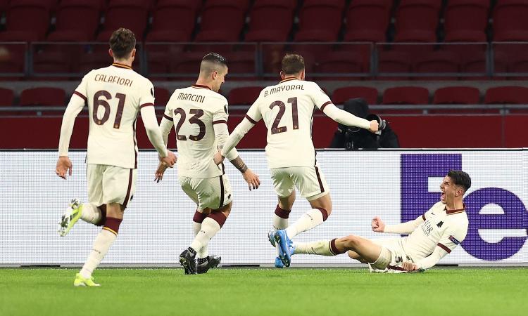 Pellegrini e Ibanez ribaltano l'Ajax: 2-1 Roma in Olanda, semifinale più vicina