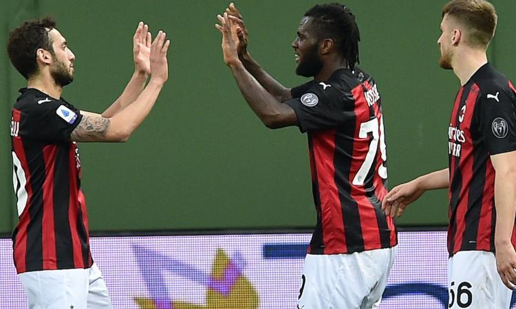 Espulso Ibra, il Milan soffre in 10 uomini ma vince: 3-1 a Parma e + 4 sulla Juve