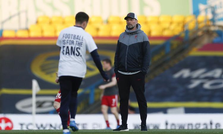 Leeds-Liverpool, maglie dei giocatori contro la Superlega: 'Guadagnatevi la Champions'. E anche Klopp si schiera