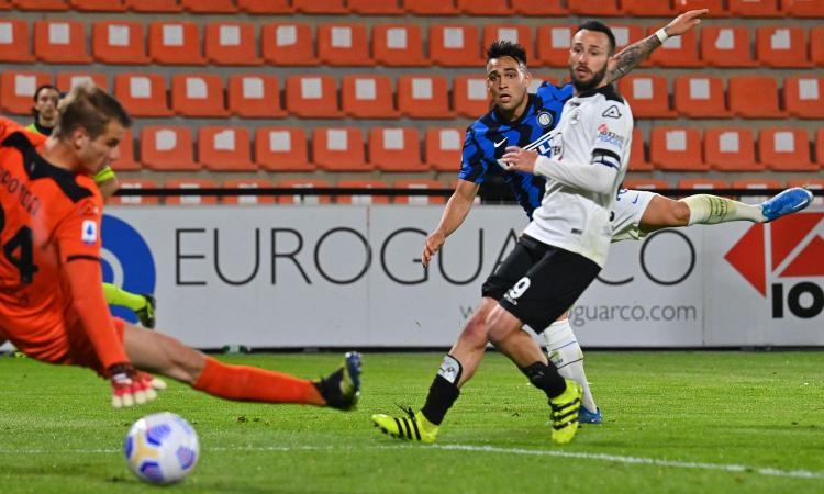 Sfortuna e l'errore di Handanovic, ma l'Inter fa troppo poco per vincere. Conte a piccoli passi verso lo scudetto