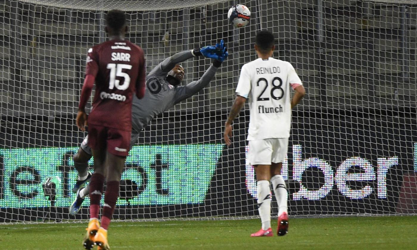 Maignan para tutto, il Lille vola grazie al suo portiere dei record: è la  prima scelta del Milan | Primapagina