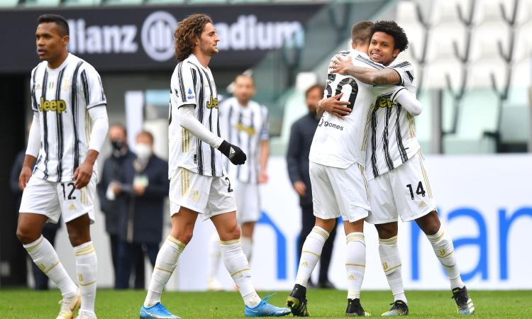 Ronaldo resta al palo, ma la Juve vince ancora: 3-1 al Genoa, Pirlo torna a -1 dal Milan