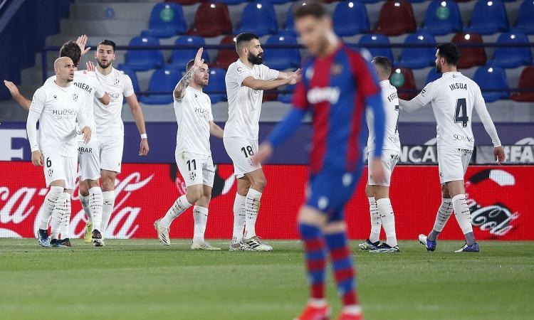 Liga: colpo Huesca, 2-0 al Levante