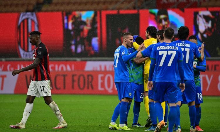 Il piccolo Sassuolo affonda il 'presunto grande' Milan. Altro che Superlega, la corsa Champions è a rischio