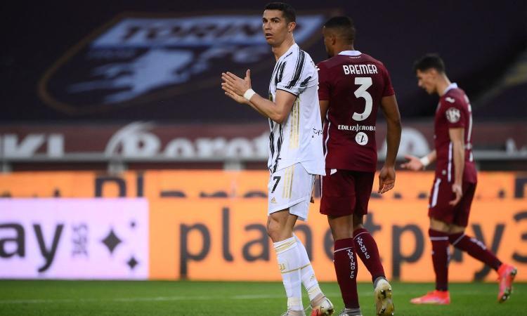 Super Sanabria, Ronaldo salva la Juve: 2-2 nel derby con il Torino. Inter lontana, ora è allarme Champions