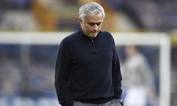 Mourinho-Roma, Ryanair scherza: 'Da Londra volo a 15 sterline. E senza trofei basta il bagaglio a mano...'