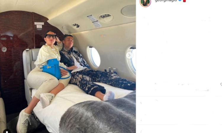 Juve, Cristiano Ronaldo in aereo con Georgina: toccata e fuga a Lugano