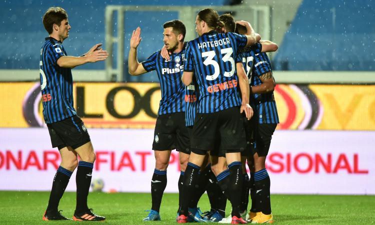 L'Atalanta vince 2-0 e inguaia il Benevento. Lazio ok in extremis. Pari Spezia 2-2, Fiorentina e Genoa salvezza raggiunta. La classifica della Serie A