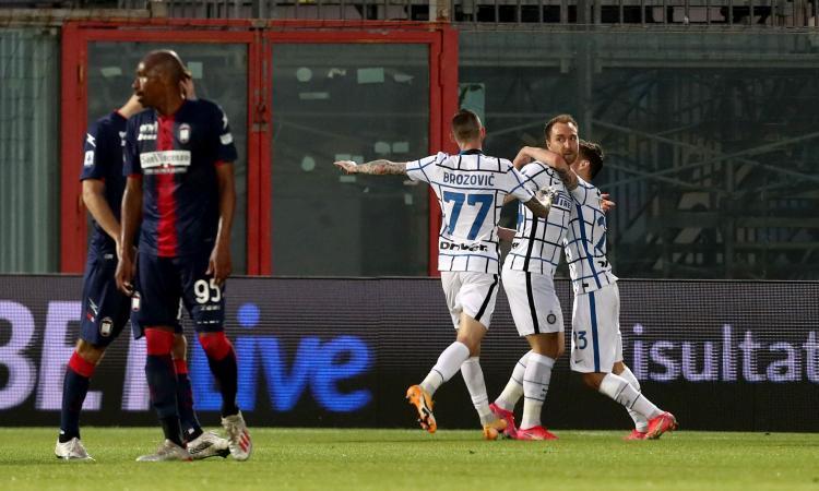 Inter, scudetto a un passo: 2-0 allo Scida, ora Conte aspetta l'Atalanta. Crotone in Serie B