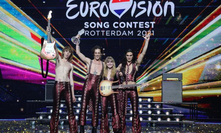 Eurovision a Torino, conduce Mika! Mammamia, i Maneskin sono nudi: i casi nel calcio da Weah a Icardi