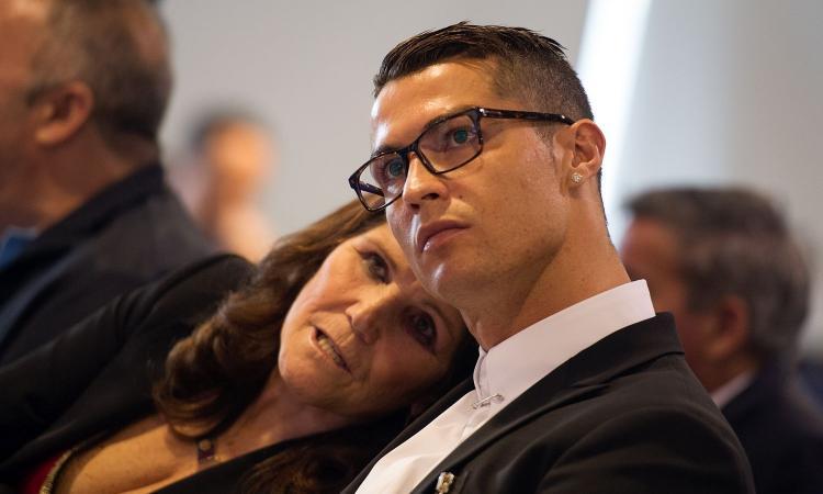 La mamma di Ronaldo festeggia per lo Sporting: 'Parlerò con lui, giocherà qui l'anno prossimo'