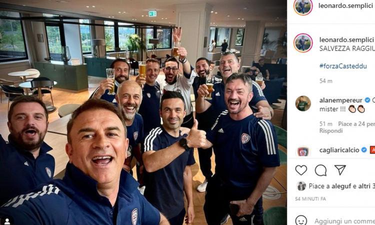Cagliari salvo, festa improvvisata in hotel prima della sfida col Milan: i giocatori si abbracciano, lo staff brinda
