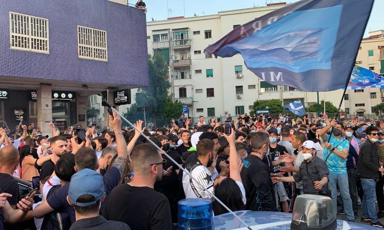 Napoli, ritornano i cori sugli spalti: i tifosi cantano 'Un giorno all'improvviso' VIDEO