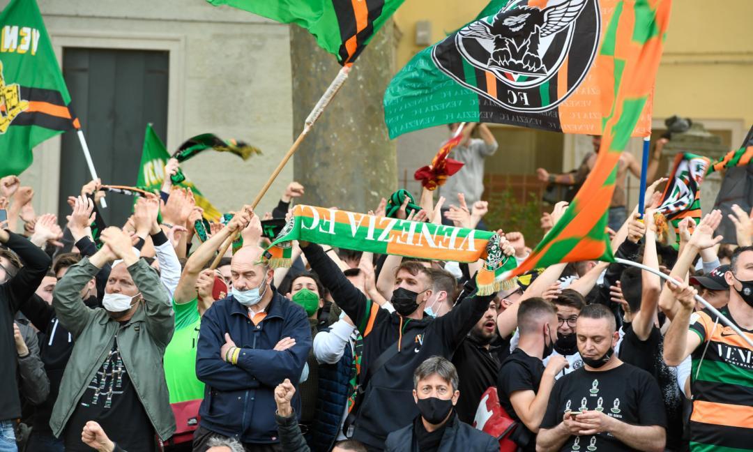 Venezia, tifoseria in protesta per l'uscita delle nuove divise