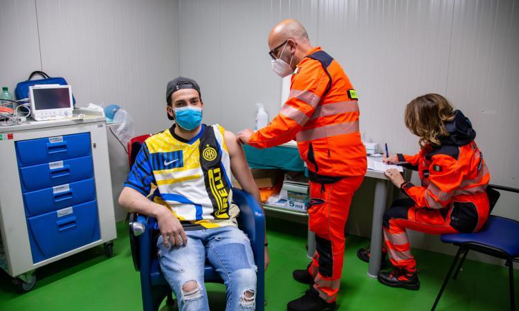 Inter: oggi nuovo inno e quarta maglia, polemica sulla prossima pitonata FOTO