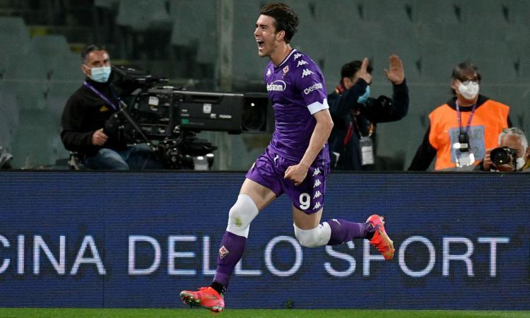 Fiorentina, offerta super per il rinnovo anti Juve e Milan per Vlahovic: la clausola…