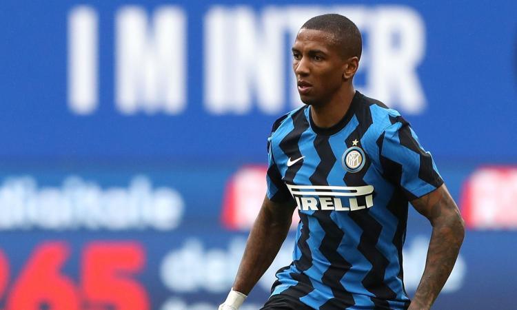 Inter, il lungo messaggio d'addio di Young: 'Non vi ringrazierò mai abbastanza, tifosi incredibili. Quel derby in rimonta...'