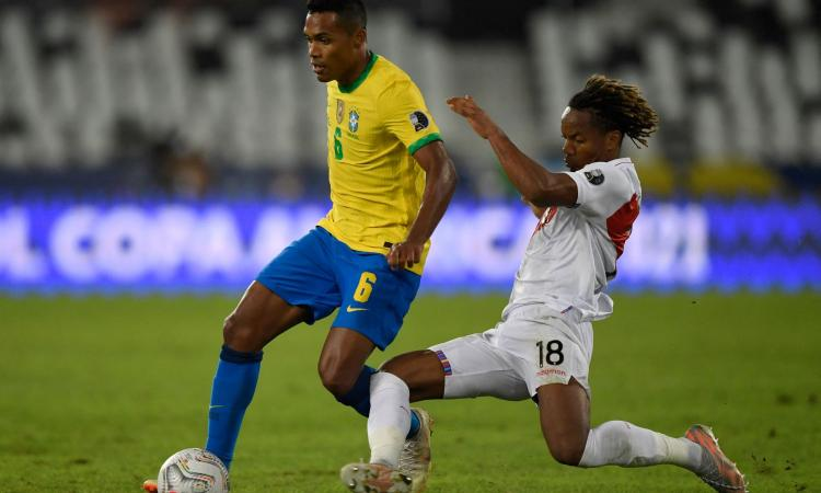 Juve, Alex Sandro fatica anche in Coppa America: la strategia della Juve per la fascia sinistra