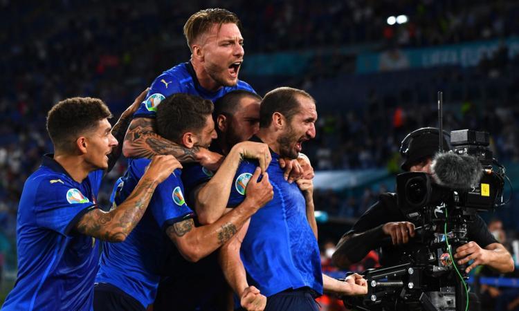 Italia, Chiellini non pensa all'infortunio: 'Niente può scalfire questa gioia' FOTO