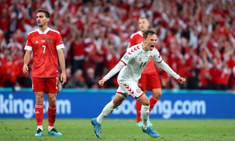 Poker Danimarca alla Russia, Maehle e Damsgaard in gol: vola agli ottavi contro il Galles