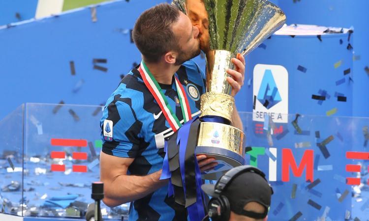 De Vrij: 'Scudetto sul petto un orgoglio. Siamo l'Inter, vogliamo fare bene sempre'