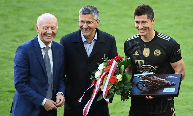 Pres. Bayern, Hainer: 'Lewandowski qui a lungo. Ma come fanno certi club indebitati a spendere così tanto?'