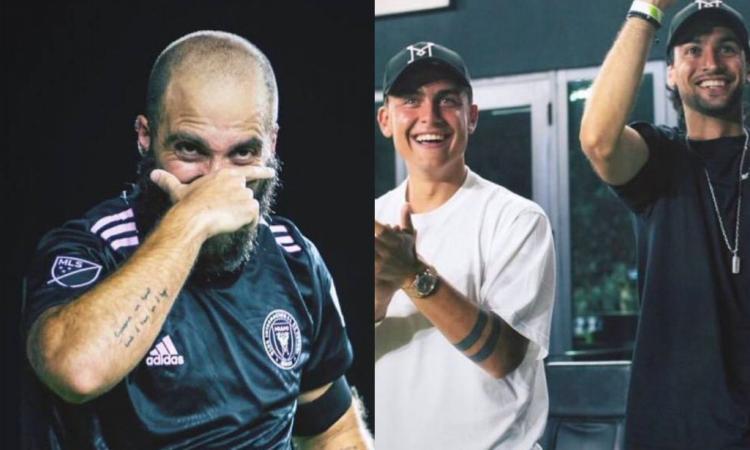 Dybala fa il tifo per Higuain a Miami. E, dopo il gol, il Pipita mostra la 'maschera'