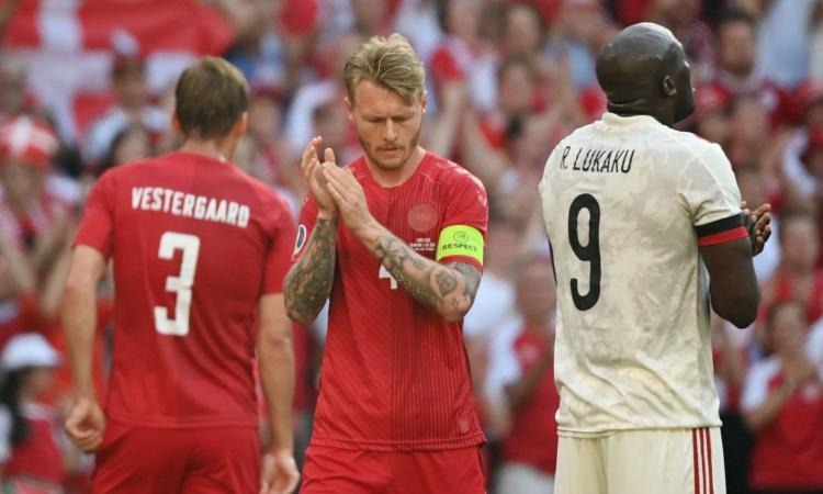 Commozione a Copenaghen: gioco fermo e un minuto di applausi al 10' per Eriksen. Lukaku piange: il VIDEO