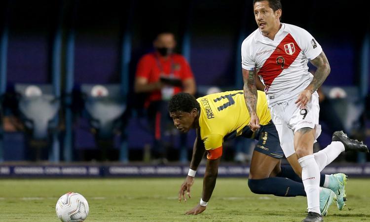 Lapadula show in Coppa America: gol e assist, il Perù è pazzo del 'Bambino delle Ande'. E dei suoi abbracci