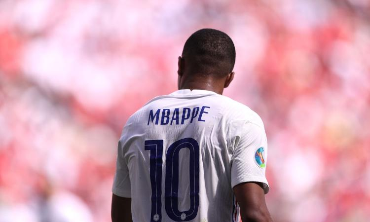 Mbappé e la scelta sul futuro: tra PSG e Real Madrid, c'è il rischio scontro