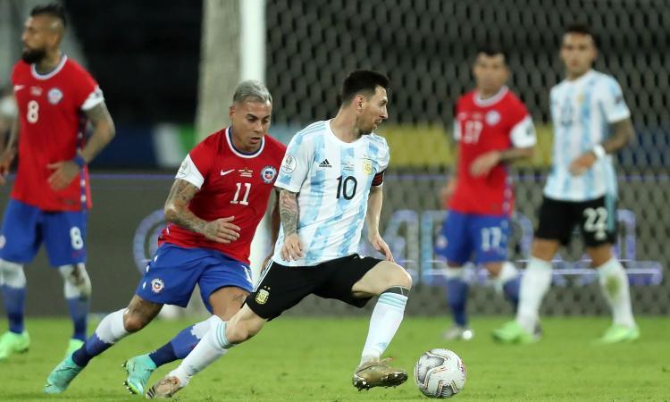 Coppa America: magia Messi e Vidal sbaglia un rigore, ma il Cile riprende l'Argentina. Vola il Paraguay