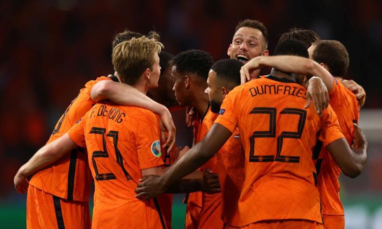 De Boer ringrazia Dumfries: gol ed emozioni, l'Olanda batte 3-2 l'Ucraina