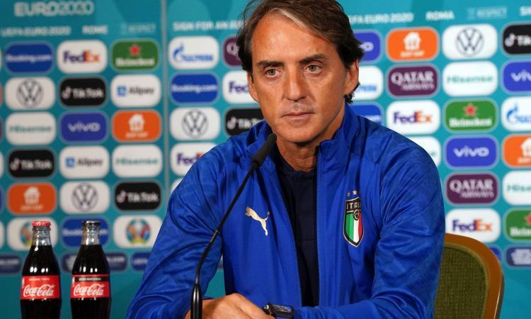 Italia, parla Mancini: 'Ho ancora un paio di dubbi. Inginocchiarsi? Conta sempre la libertà'