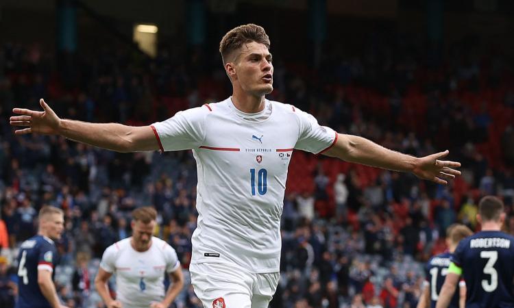 La Repubblica Ceca è troppo Schick: 2-0 in Scozia, doppietta e gol da 45 metri! VIDEO