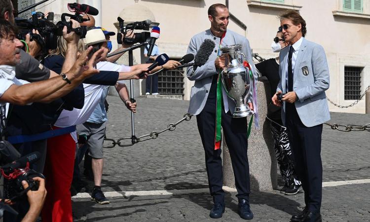 Italia: Mancini lascia il raduno, il ct rilancia Chiellini