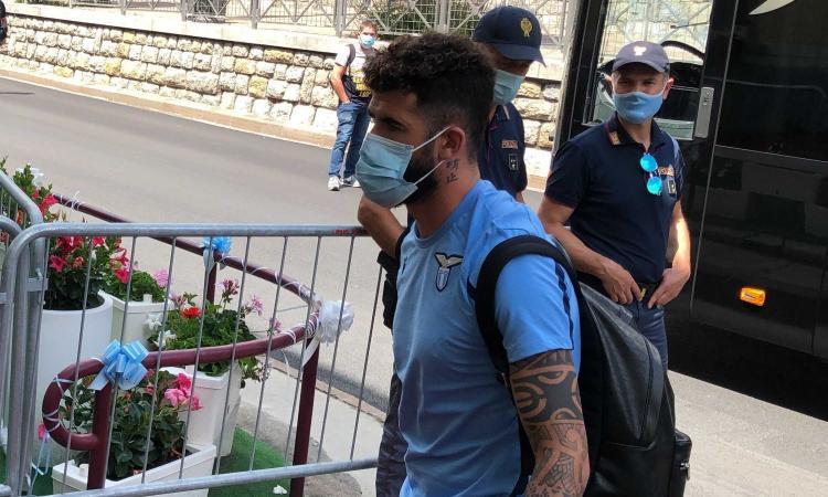 Lazio, Hysaj canta 'Bella Ciao' e i tifosi lo insultano sui social VIDEO