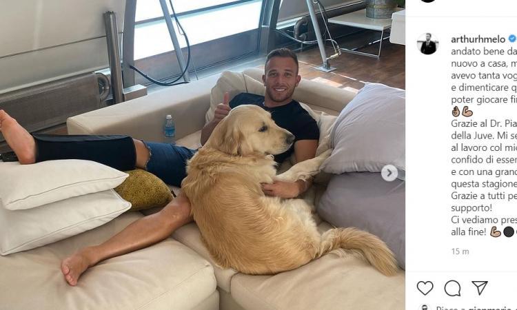 Juve, Arthur a casa dopo l'operazione: 'Finalmente potrò giocare senza dolore, al 100% al più presto!'