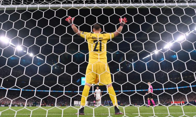 Uno spettro si aggira per l'Allianz Stadium: è Donnarumma, che pesa sulle spalle di Szczesny e Maignan