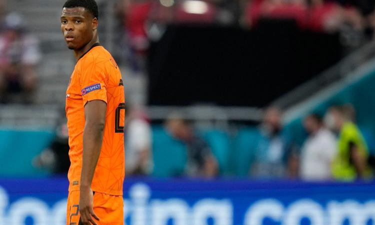 Dall'Olanda: Dumfries si allena da solo e salta i preliminari di Champions con il PSV. E' il preferito dell'Inter