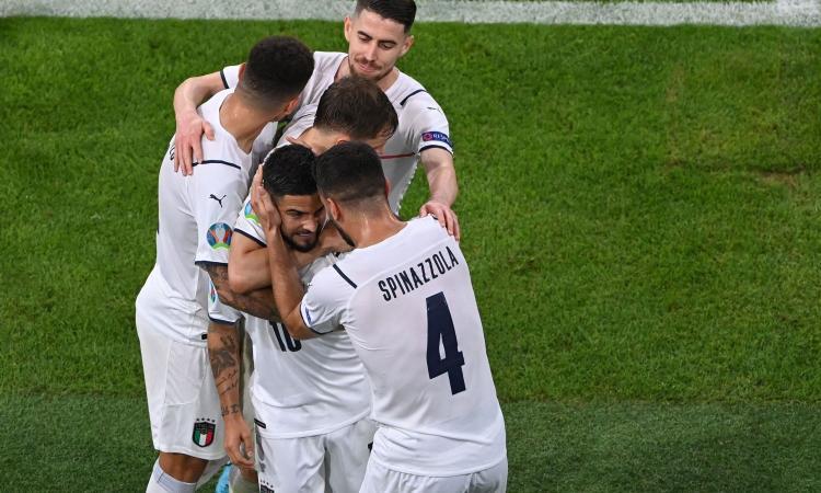 Italia in semifinale, la festa degli Azzurri: 'Notti magiche' e sull'aereo cori per Spinazzola VIDEO
