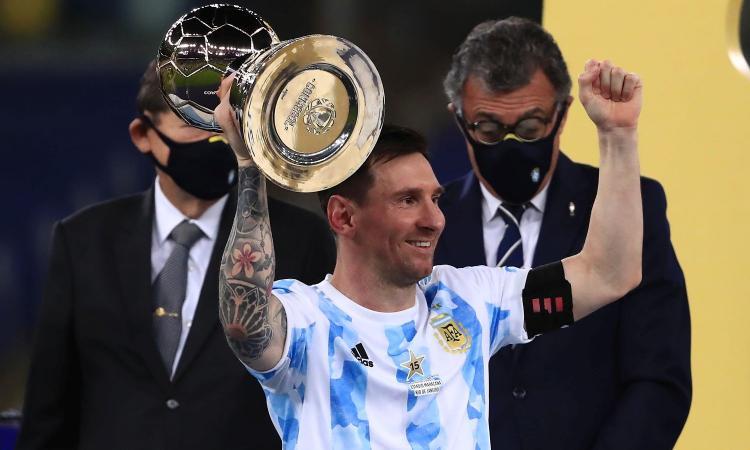 Ennesimo record per Messi: la foto con la Coppa America diventa quella con più like di sempre